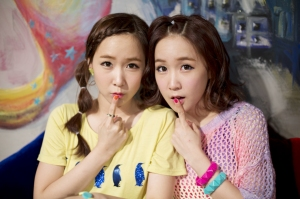 Crayon Pop's ChoA and Way